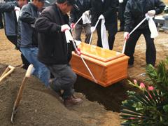 亡き叔父の埋葬